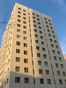Здание Академии правосудия Москва (комплектация «Волна-1», фиброцементная плита, фиброцементная плита с натуральной каменной крошкой, монтаж)